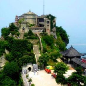木兰山风景区位于武汉市黄陂区前川街道城北,其主峰祈嗣顶高度为海拔