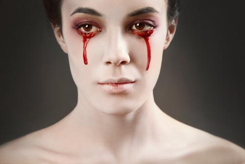 眼球出血_红色的眼球 除了我们亚洲常见的深色瞳仁,外国人的眼球颜色可以是